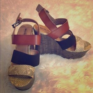 Tri-color wedge sandals!